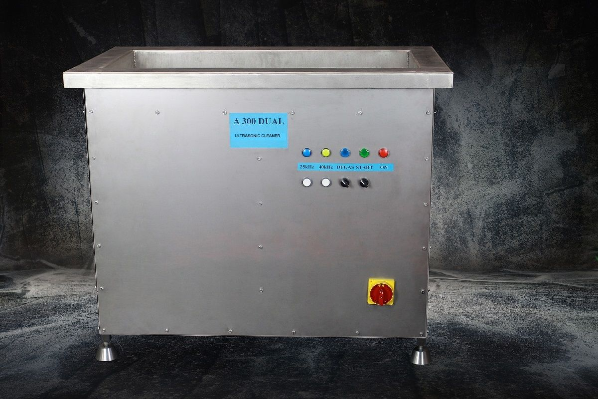 Průmyslová profesionální dvoufrekvenční ultrazvuková čistička A300, vana 300 litrů UST